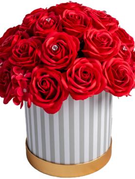 Cutie eleganta cu trandafiri rosii si ortensie